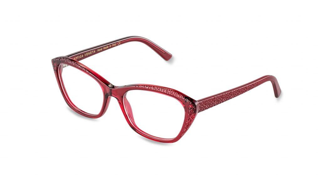 OV19 c.252 – Translucent burgundy red